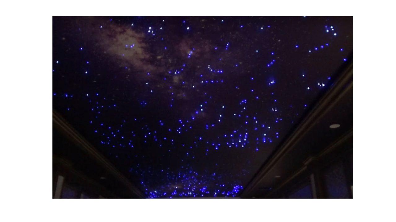 Trần sao Biệt Thự là một tác phẩm nghệ thuật tuyệt đẹp với hàng trăm, hàng nghìn điểm sao lấp lánh được thiết kế từ những sợi quang phát sáng tùy chọn màu sắc. Trần trang trí bằng sợi quang sẽ mô phỏng lại một bầu trời đêm đầy sao lấp lánh ngay trong không gian của bạn.